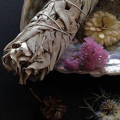 Anne-Lise LM (@boutduconte.harmonie) • Photos et vidéos Instagram Sage Smudging, Shamanism, Statue, Instagram, Photos, The Body, Pictures, Sculptures, Sculpture