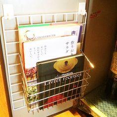 Kitchen,扉裏,台所,キッチン収納,ダイソー,100均,収納,ワイヤーネット,本棚 LinSanの部屋