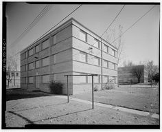 East front and south side of typical Type C residential building.  View to northwest. - Lincoln Park Homes, Type C Residential Building, West Colfax Avenue & Marispoa Street, Denver, Denver County, CO