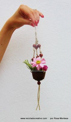 K Cup Crafts, Bead Crafts, Diy And Crafts, Crafts For Kids, Capsule Dolce Gusto, Rock Flowers, Macrame Plant Hangers, Coffee Pods, Flower Crafts