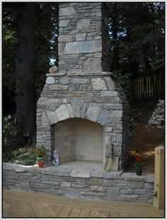 Do you want to know how to build a DIY outdoor fire pit plans to warm your autumn and make s'mores? Find 57 inspiring fire pit ideas in this article. Outdoor Wood Burning Fireplace, Outdoor Stone Fireplaces, Outside Fireplace, Outdoor Fireplace Designs, Backyard Fireplace, Stone Masonry, Fire Pit Plans, Fireplace Kits, Fire Pit Seating