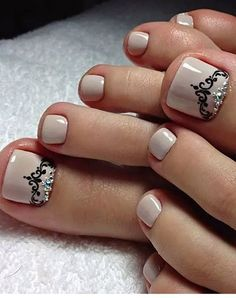 Toe Nail Art Design Idea For Beach Vacation 32