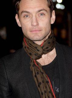 Jude Law Jude Law, Portrait, Shawls, Cute Boys, Men Fashion, Blankets, People, Scarves, Passion