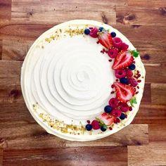 × - Food and drink - Cake-Kuchen-Gateau Cheesecake Decoration, Decoration Patisserie, Dessert Decoration, Fruit Cake Decorating, Fruit Cake Design, Sopapilla Cheesecake Bars, Cheesecake Recipes, Eggnog Cheesecake, Caramel Cheesecake