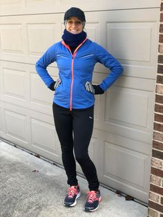 It's tough to know what to wear running in the cold. This winter running gear guide has suggestions for temperatures from below 20 degrees F to 50 degrees. Best Running Gear, Running Wear, Running Jacket, Running Shirts, Running Tips, Running In Cold Weather, Winter Running, Cold Weather Outfits, Running Clothes Winter