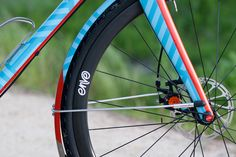 Bicycle Crumbs recently collaborated with Franco Bicycles on a custom painted, custom spec'd version of their Grimes all-road bike. Crumbs' signature style is all over this build: a subtle dazzle pat...