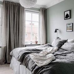 Vi har spikat den grågröna färgen i kommande sovrum också ? Home Bedroom, Bedroom Decor, Modern Bedroom Design, Scandinavian Style Bedroom, Trendy Bedroom, Minimalist Bedroom, Luxurious Bedrooms, My New Room, Home And Living