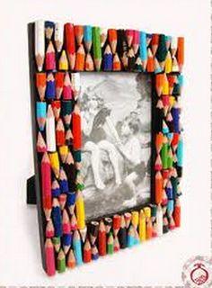 Porta-retrato com lápis coloridos colados com cola quente :)      Vaso decorador feitos com lápis de cor :)