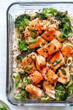 This easy meal-prep honey-sriracha chicken dish, which can also be served as a main dish, is made on a sheet pan and comes together quick! It's been a while since I posted a new meal prep recipe, I ma Lunch Meal Prep, Meal Prep Bowls, Easy Meal Prep, Healthy Meal Prep, Quick Easy Meals, Healthy Eating, Meal Prep Salmon, Simple Meals For Two, Meal Prep Freezer