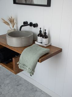 Bathroom interior design 318770479876840617 - Linen/Cotton Waffle Towel in Sage. Luxe towels and bath sheets for easy living. Source by ilovelinen Bathroom Towels, Small Bathroom, Natural Bathroom, Bathroom Hacks, White Bathrooms, Tiny Bathrooms, Luxury Bathrooms, Master Bathrooms, Budget Bathroom