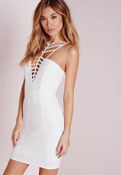 Missguided DE - Figurbetontes Kleid aus Kreppstoff-Akzenten am Ausschnitt in Weiß