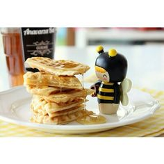 Waffles!  www.lovemomiji.com #momiji #momijidolls #honey #queenie #breakfast #brunch #hungry