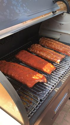 Ribs Au Barbecue, Ribs On Grill, Bbq Grill, Traeger Recipes, Grilling Recipes, Backyard Bbq Pit, Smoked Pork Ribs, Smokehouse Bbq, Diy Pizza Oven