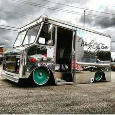 'Windy City Tower' 1970 Step van outside and dumped, featuring an LS motor and a full custom Roadster Shop chassis! Cool Trucks, Big Trucks, Chevy Trucks, Pickup Trucks, Cool Cars, Custom Food Trucks, Step Van, Lowered Trucks, Shop Truck