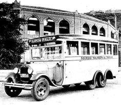 "Autobús de línea Alameda - Barrio ""El Palo"" Málaga, Spain 1950. Old Pictures, Antique Cars, Spain, Busses, Bella, Vehicles, Classic Trucks, Cars, Andalusia Spain"