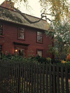 primitive homes on picturetrail Red Houses, Saltbox Houses, Primitive Homes, Primitive Country, Primitive Bedroom, Primitive Antiques, Primitive Decor, Fresh Farmhouse, Vintage Farmhouse
