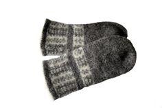 Rolf tova votter pattern by Wenche Skau Ravelry, Socks, Pattern, Fashion, Moda, Fashion Styles, Patterns, Sock, Stockings