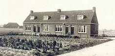 4 Krotwoningen van de bouwvereniging BWL aan de voormalige Juckemastrjitte; de huur bedroeg destijds fl. 2,25 per week,