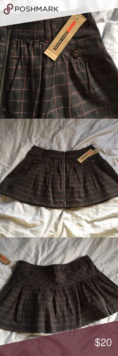 """🦊B2G1! NWT DKNY Jeans zipper skirt. Size 28 Dark grey and pink plaid skirt. Embellishments include front exposed zipper runs length of skirt, and cute buttons. Fully lined. 98% cotton 2% spandex she'll. Lining 65%polyester and 35% cotton. Length 13"""" has some flare. Smoke free home😊 💥 Please use measurements provided and ask all questions prior to purchasing. I want happy shoppers 😊. Thanks! DKNY Jeans Skirts Mini"""
