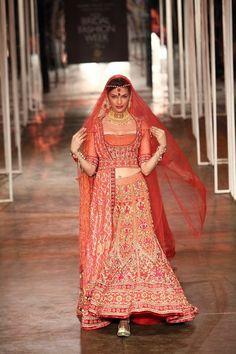 Tarun Tahiliani Collection | Vogue Wedding Show 2014