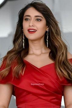 Ileana D'Cruz South Indian Actress Photo, Indian Actress Photos, Most Beautiful Bollywood Actress, Bollywood Actress Hot, Beautiful Girl Photo, Beautiful Girl Indian, Men's Fashion, Fashion Week, Illeana Dcruz Hot