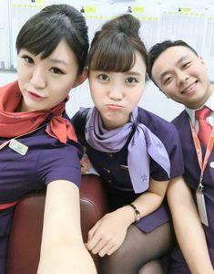 【香港】香港航空 客室乗務員 / Hong Kong Airlines cabin crew【Hong Kong】 Hong Kong Airlines, Airline Cabin Crew, Flight Attendant, Pilots, Airplane, Asian Girl, Angels, Funny, Women