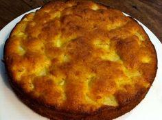 Makkelijk recept om luchtige appelcake te maken volgens een recept van SOS Piet die de eieren met de suiker 20 minuten luchtig klopt.