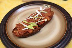 Pikantní směs na topinky Baked Potato, Steak, Toast, Potatoes, Beef, Baking, Ethnic Recipes, Food, Kitchens