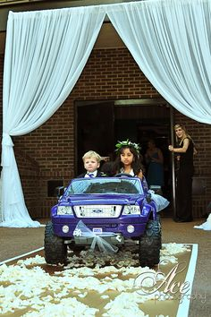 Flower girl and ring bearer arrive in style!