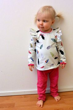Frillapaita sekä ohje olkafrillojen ompelemiseen. Sewing Hacks, Sewing Tips, Sewing Ideas, Baby Sewing, Onesies, Sweatshirts, Sweaters, Kids, Handmade