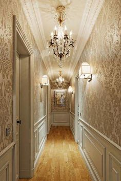 Tips and inspirations for decorating corredor.Na time to decorate we can not forget the passing environments such as hall and corredor. Home Room Design, Home Interior Design, House Design, Wall Design, Classic Interior, Luxury Interior, Bedroom Classic, Flur Design, Hallway Designs