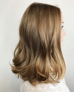 Bronde Hair Inspiration – T-Shirts & Sweaters Bronde Hair, Balayage Hair, Good Hair Day, Pretty Hairstyles, Weave Hairstyles, Short Hairstyles, Round Face Hairstyles Long, Hairstyles Videos, Blonde Hairstyles