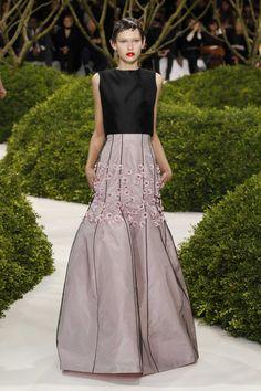 Silhouette n°32 / PRINTEMPS-ÉTÉ 2013 / Collection / Haute Couture / Femme / Mode & Accessoires / Dior Site Officiel