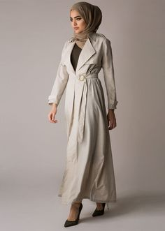<p>Summer essentials call for a light weight trench. Soft, light and airy, it's the ideal piece for your summer working or vacation wardrobe. Easy to slip on and off as a complimentary cover up.</p>