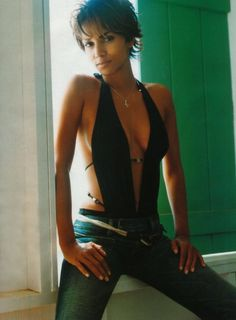 I love Halle's hair style here.   I love all her short styles, but this is one of my favs.    The hair I could do........the body maybe not!
