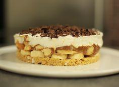 Une tarte ultra facile à réaliser et très tendance. La banoffee pie a une base sablée croquante, des bananes fraîches, du caramel onctueux et de la crème