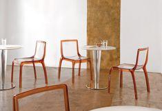 Krystal 4411, masă de restaurant realizată pe o structură metalică cromată sau inox satinat. Piciorul central este îmbrăcat într-o coloană din metacrilat lucios, disponibil în versiunea: alb, transparent sau negru. Pentru o stabilitate optimă pot fi montate blaturi de masă, cu dimensiunea maximă de 65x65 sau D90 cm. Necesită asamblare. Clear Chairs, Comfortable Dining Chairs, Take A Seat, Wishbone Chair, Krystal, Furniture, Metal, Modern, Inspiration