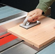 Table Saw Tricks For Making Vertical Cuts: Using the table saw to shape the edges of a workpiece is a snap with a couple of easy-to build accessories and simple techniques. Table Saw Workbench, Table Saw Jigs, Diy Table Saw, Woodworking Jig Plans, Woodworking Table Saw, Woodworking Techniques, Wood Lathe Chuck, Table Saw Accessories, Diy Closet Doors