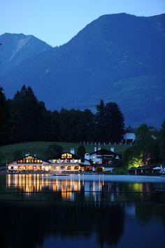 Urlaub in Garmisch-Partenkirchen am Riessersee. Seehaus mit Seeterrasse.   Holidays in Bavaria, Garmisch-Partenkirchen, lake Riessersee.   www.riessersee.com