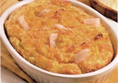 Il nasello con patate al forno si prepara pulendo il prezzemolo, la cipolla ed…