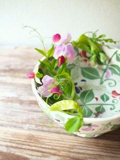 Afternoon Tea|ホッとひと活け (CHAJIN)|アフタヌーンティー・リビングの器にCHAJINさんがお花をアレンジメントしたフォト&エッセイ