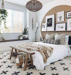 Quirky Home Decor, Cheap Home Decor, Brown Walls, Home Decor Bedroom, Interior Livingroom, New Room, Home Decor Accessories, Room Inspiration, Interior Design