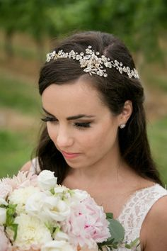Pretty bridal headpiece | Melani Lust Photography