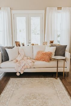 15 Ideas For Apartment Living Room Decor Renting Home My Living Room, Home And Living, Living Room Decor, Bedroom Decor, Cozy Living, Bedroom Rustic, Bedroom Ideas, Living Room Couches, Curtains Living