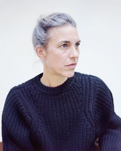 Les cheveux gris d'Isabel Marant, ou l'élégance du naturel