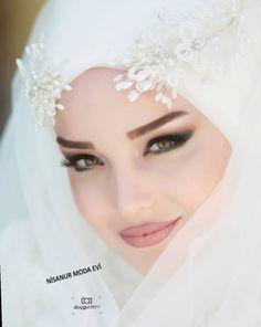 Image may contain: 1 person, text and closeup Muslimah Wedding Dress, Muslim Wedding Dresses, Dress Wedding, Bridal Hijab, Wedding Hijab, Most Beautiful Dresses, Beautiful Hijab, Hijab Evening Dress, Winter Dress Outfits