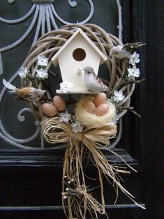 Attractive Easter Wreaths that looks Fancy & Captivating - Ethinify Wreath Crafts, Diy Wreath, Spring Crafts, Holiday Crafts, Easter Wreaths, Christmas Wreaths, Bird House Kits, Diy Ostern, Deco Floral