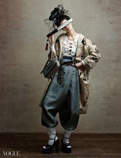 The trousers. So chic -- Vogue Korea Japanese Fashion, Asian Fashion, Look Fashion, High Fashion, Fashion Outfits, Fashion Design, Grunge Outfits, 80s Fashion, Mode Alternative