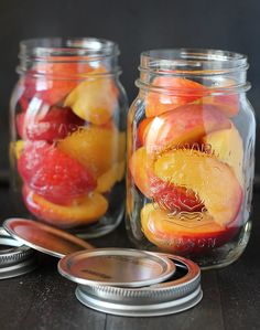 Prolong summer peach season by making this recipe for Easy Refrigerator Pickled Peaches. They're tangy, sweet, spicy, and delicious! Pickled Peaches, Canned Peaches, Veggie Recipes, Sweet Recipes, Healthy Recipes, Healthy Food, Peach Preserves, South Korean Food, Fermentation Recipes