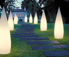 Iluminacion exterior para tu casa  quizas 1 en un rincon.... habria q ver. que no sea un spotligh de noche